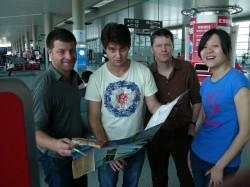 去北京的路上: David White, Liam Dann, 为聆听者供稿的自由作家Conrad Heine , 还有新加入的的Ding Li(也叫Lesley。