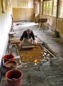 造纸工作者位于陕西省汉阳市洋县的蔡伦纸文化博物馆。蔡伦是造纸发明家