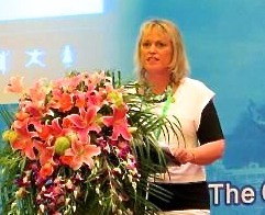 Suzanne Billington 在2014年贵阳友谊论坛上发言。Suzanne是陶朗加分会的会员