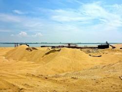 在福建省,Fujiang Jiulongjiangkou 省级红树保护区的开采沙石