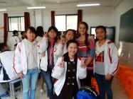 Lucy Ketel在访问南昌的另一所中学时遇到的中国学生