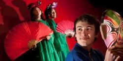 Tiffinee Luke (左), 13, Lily Edmonds, 12, and Lukas Scowen, 12, 非常热心于普通话汉语的学习。  照片/ Ben Fraser [新西兰先驱报]